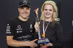 Race winner Valtteri Bottas, Mercedes AMG F1, celebrates with his wife Emilia