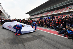 Brendon Hartley, Scuderia Toro Rosso and Pierre Gasly, Scuderia Toro Rosso unveil the new Scuderia Toro Rosso STR13