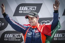 Podium: winnaar Norbert Michelisz, BRC Racing Team Hyundai i30 N TCR