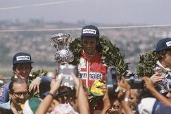 Podio: il vincitore della gara Niki Lauda, Ferrari, il secondo classificato Patrick Depailler, Tyrrell 007, il terzo classificato Tom Pryce, Shadow