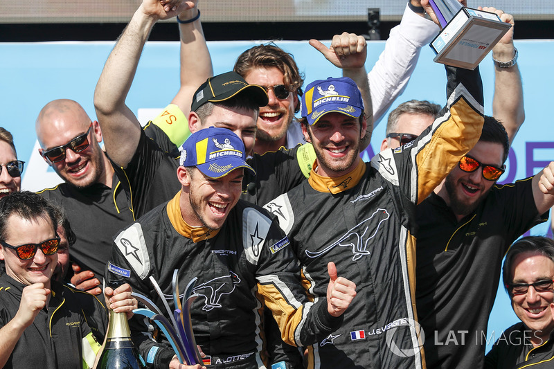 Jean-Eric Vergne, Techeetah, Andre Lotterer, Techeetah celebrate on the podium with their team