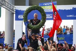 Les vainqueurs Ott Tanak, Martin Järveoja, Toyota Yaris WRC, Toyota Gazoo Racing, Tommi Makinen