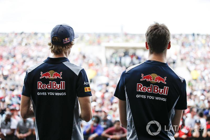 Daniil Kvyat, Scuderia Toro Rosso, Brendon Hartley, Scuderia Toro Rosso, on the F1 stage
