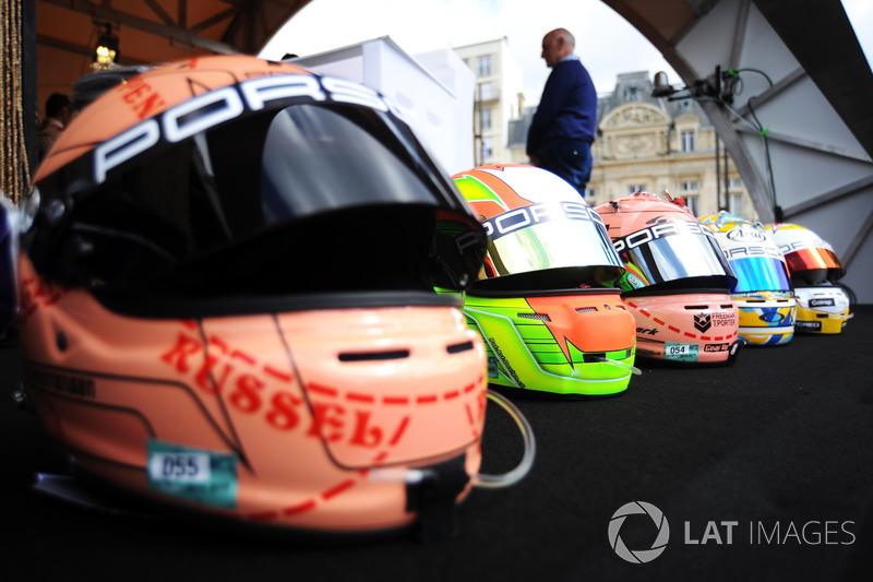 Шлемы пилотов Porsche GT