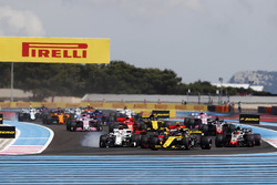 Carlos Sainz Jr., Renault Sport F1 Team R.S. 18, leads Charles Leclerc, Sauber C37, and Kevin Magnussen, Haas F1 Team VF-18