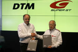 Gerhard Berger, ITR Chairman, Masaaki Bandoh, Chairman GTA with the new Class 1 regulation