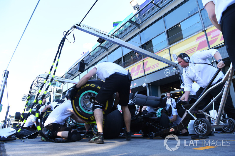 Mercedes AMG F1 pit stop practice