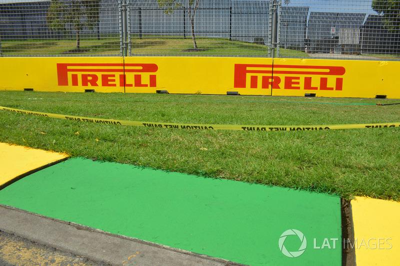 Pirelli signage and kerb