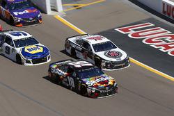 Kyle Busch, Joe Gibbs Racing, Toyota Camry Skittles Sweet Heat, Kevin Harvick, Stewart-Haas Racing, Ford Fusion Jimmy John's