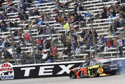 Martin Truex Jr., Furniture Row Racing, Toyota Camry Bass Pro Shops/5-hour ENERGY, blows a tire
