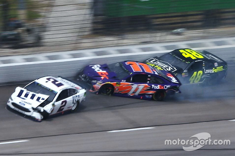 Brad Keselowski, Team Penske, Denny Hamlin, Joe Gibbs Racing, Jimmie Johnson, Hendrick Motorsports crash