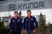 Tänak visita la fábrica de Hyundai
