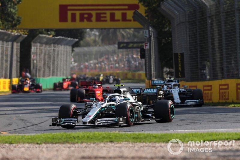 Valtteri Bottas, Mercedes AMG W10, Lewis Hamilton, Mercedes AMG F1 W10, y Sebastian Vettel, Ferrari SF90