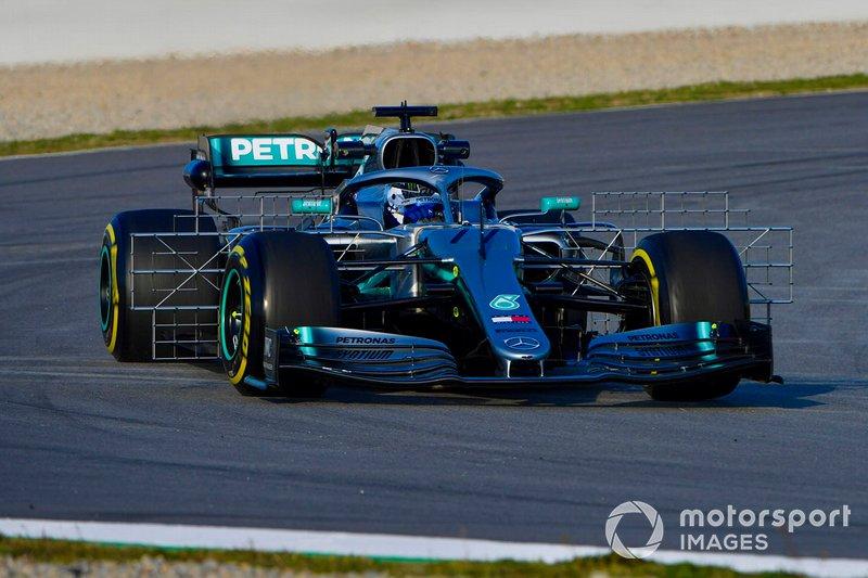 Mercedes AMG F1 W10 з випробувальними стендами