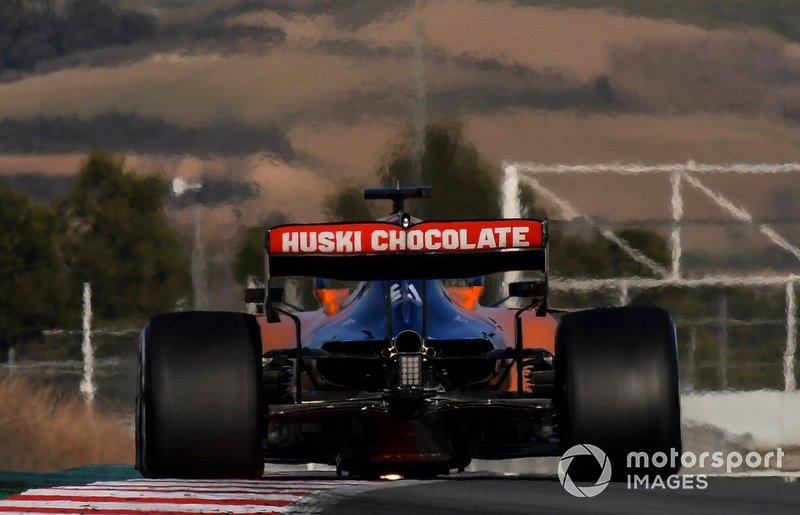 Carlos Sainz Jr., McLaren MCL34, passe sur un vibreur