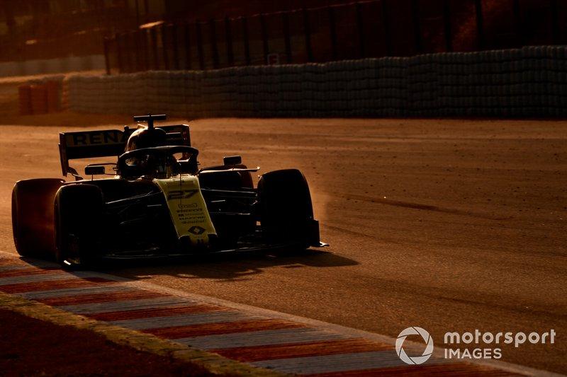 Nico Hulkenberg, Renault F1 Team R.S. 19 and brake dust