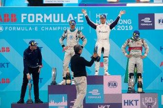 Race winner Sam Bird, Envision Virgin Racing receives his trophy on the podium alongside Edoardo Mortara, Venturi Formula E, 2nd position, Lucas Di Grassi, Audi Sport ABT Schaeffler, 3rd position