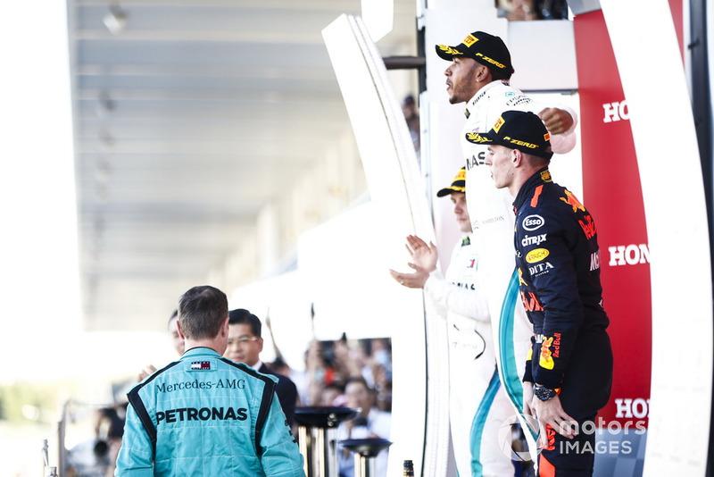Il secondo classificato Valtteri Bottas, Mercedes AMG F1, il vincitore della gara Mercedes AMG F1 e il terzo classificato Max Verstappen, Red Bull Racing, sul podio