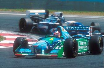Michael Schumacher, Benetton B194, avec Damon Hill, Williams FW16
