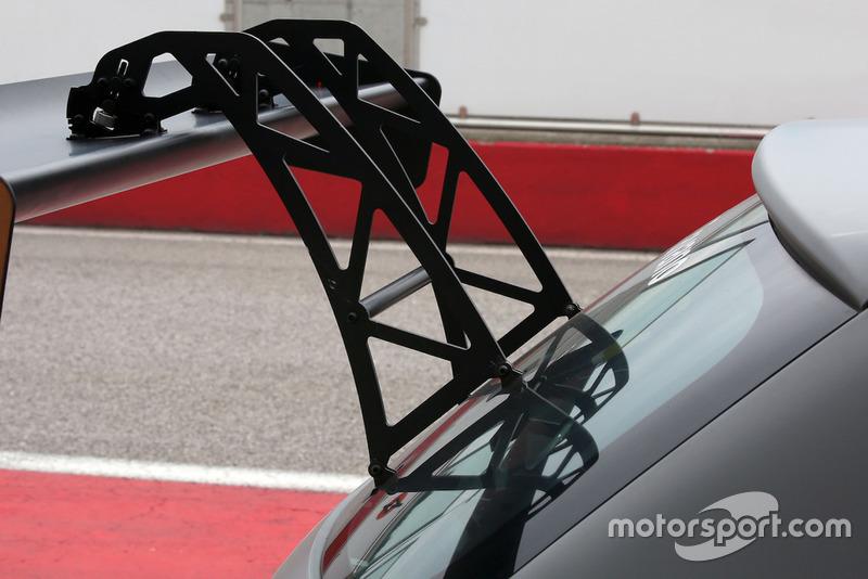 Cupra Leon-TCR, dettaglio del pilone dell'alettone posteriore