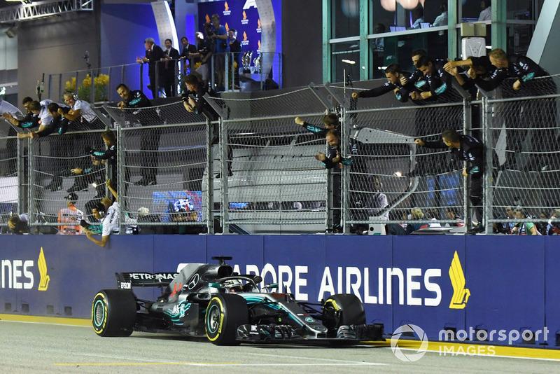 Ganador de la carrera Lewis Hamilton, Mercedes-AMG F1 W09