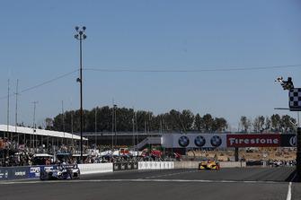 Финиш: Такума Сато, Rahal Letterman Lanigan Racing Honda