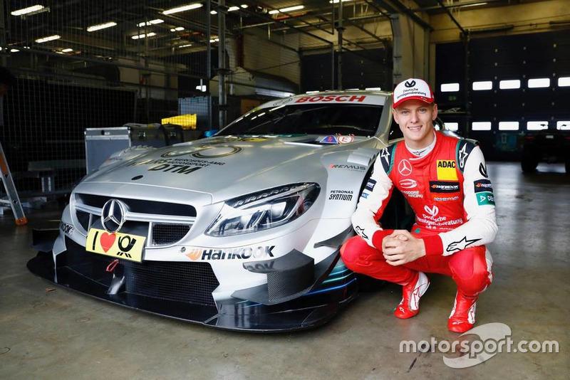 Mick Schumacher di depan Mercedes-AMG C63 DTM