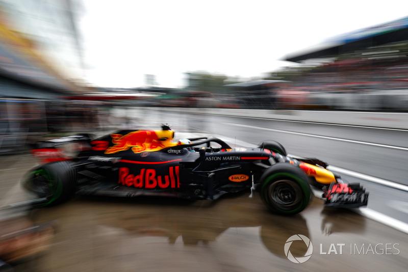 6. Daniel Ricciardo, Red Bull Racing RB14, leaves the garage