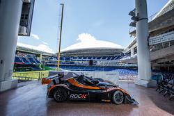 Coche radical que participará en la carrera de campeones de 2017 en Miami en el Marlins Park
