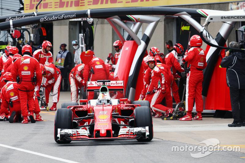 Себастьян Феттель, Ferrari SF16-H, робить піт-стоп