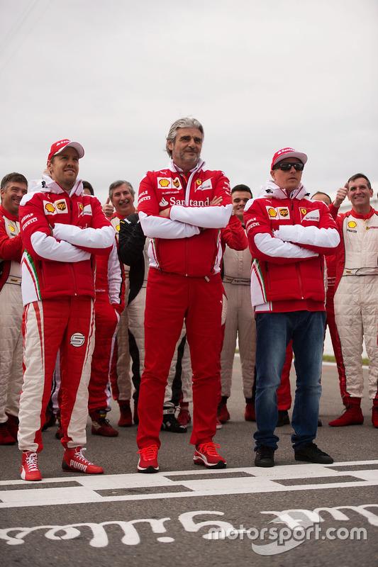 Sebastian Vettel, Ferrari avec Maurizio Arrivabene, directeur de Ferrari et Kimi Raikkonen, Ferrari