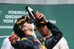 Podium: Daniel Ricciardo, Red Bull Racing celebrates his second position drinking champagne from his