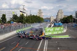 Старт: Жан-Эрик Вернь, DS Virgin Racing лидирует