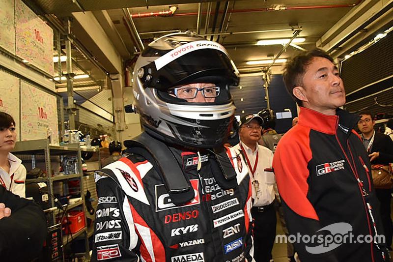 レクサスRCに乗り込むモリゾウことトヨタ自動車の豊田章男社長