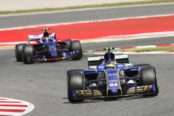 Паскаль Верляйн, Sauber C36, и Карлос Сайнс-мл., Scuderia Toro Rosso STR12