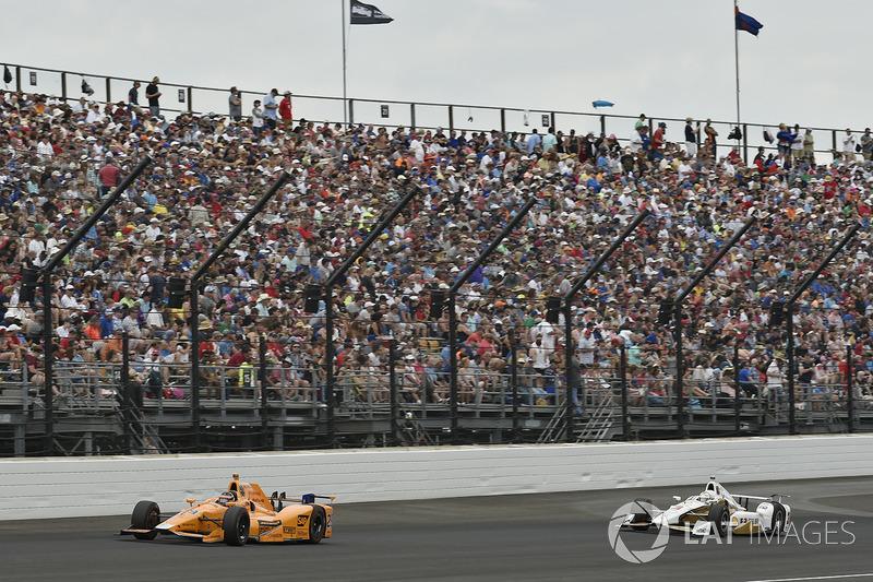 Fernando Alonso, Andretti Autosport Honda, Helio Castroneves, Team Penske Chevrolet
