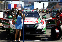 Grid girl of Norbert Michelisz, Honda Racing Team JAS, Honda Civic WTCC
