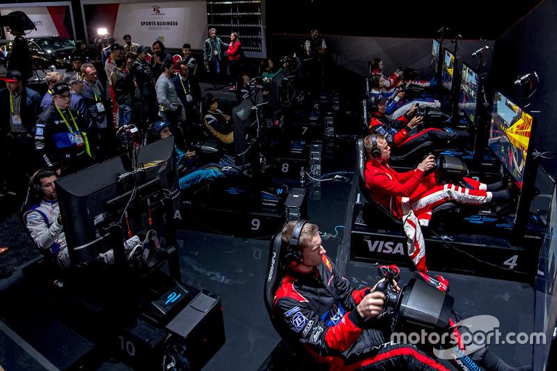 Pilotos de Fórmula E en los simuladores