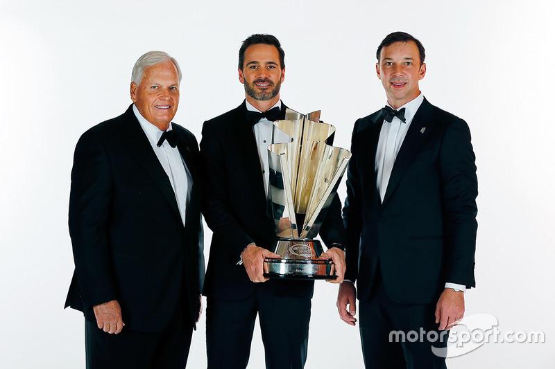 Campeón Jimmie Johnson, Hendrick Motorsports Chevrolet y dueño del equipo  Rick Hendrick, jefe de equipo Chad Knaus