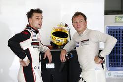 #911 Manthey Racing Porsche 911 GT3R: Earl Bamber, Patrick Pilet