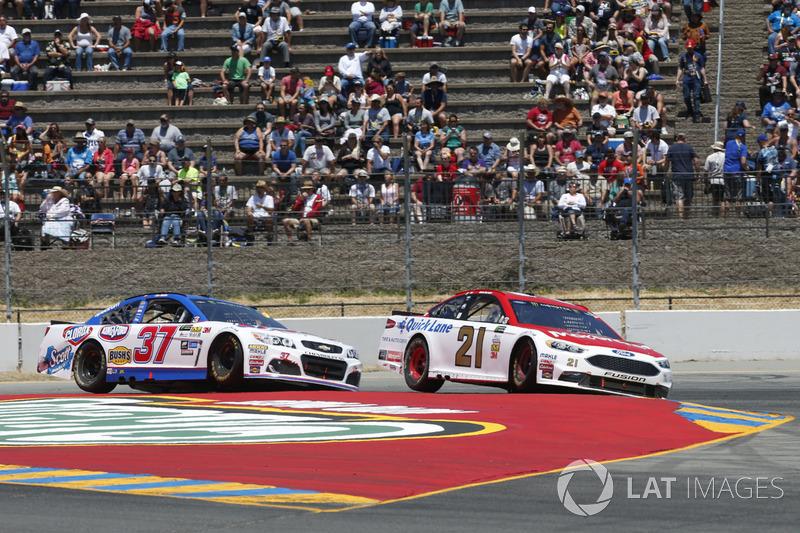 Ryan Blaney, Wood Brothers Racing Ford Chris Buescher, JTG Daugherty Racing Chevrolet
