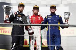 Podio: ganador Charles Leclerc, PREMA Racing, segundo Artem Markelov, RUSSIAN TIME, tercero Oliver Rowland, DAMS