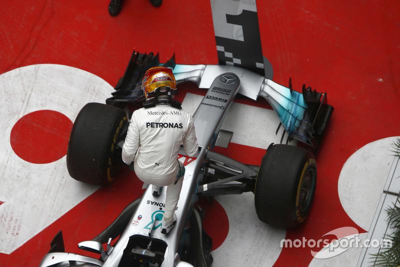 Lewis Hamilton, Mercedes AMG, feiert im Parc Ferme