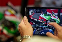 Пульт дистанционного управления к шлему дополненной реальности для механиков Aprilia Racing Team Gresini