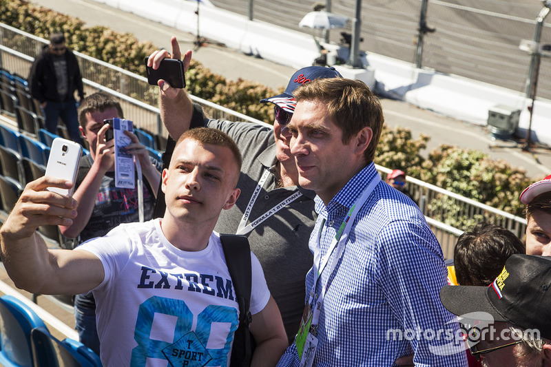 Vitaly Petrov, fans selfie