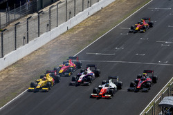 Norman Nato, Pertamina Arden, Nabil Jeffri, Trident, Sergio Sette Camara, MP Motorsport, Alexander Albon, ART Grand Prix, Nyck De Vries, Racing Engineering at the start of the race