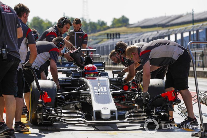 Сантіно Ферруччі, Haas F1 Team VF-17, піт-стоп
