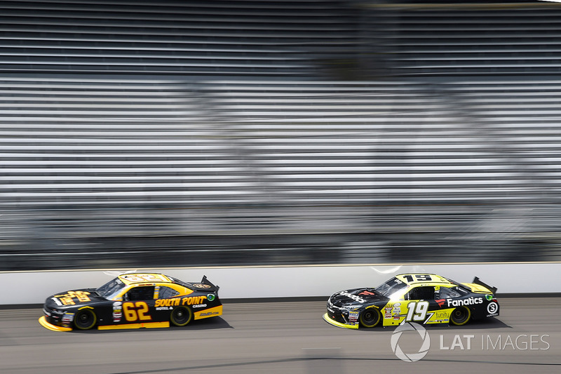 Brendan Gaughan, Richard Childress Racing Chevrolet y Matt Tifft, Joe Gibbs Racing Toyota