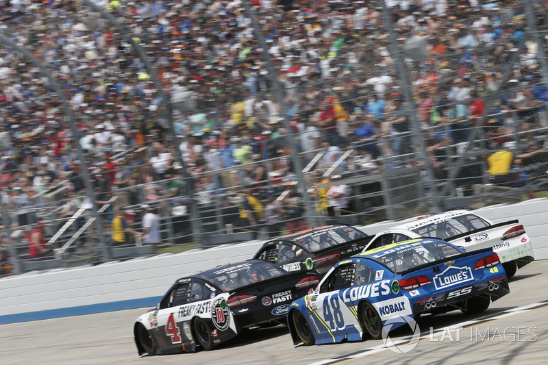 Jimmie Johnson, Hendrick Motorsports, Chevrolet; Kevin Harvick, Stewart-Haas Racing, Ford