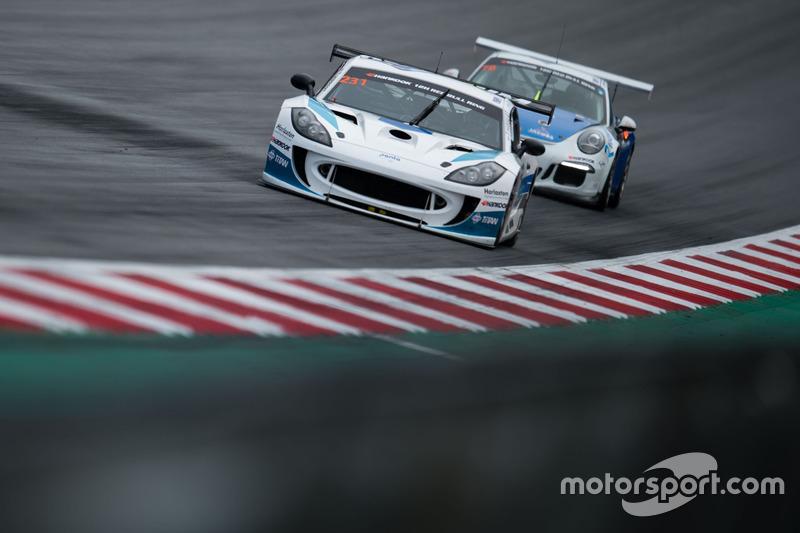 #231 Optimum Motorsport, Ginetta G55 GT4: Adrian Barwick, Dan O'Brien, Tom Hibbert